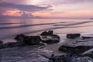 plage de roche le matin