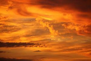 nuages orange