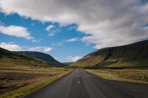 seul sur la route d'Islande photo