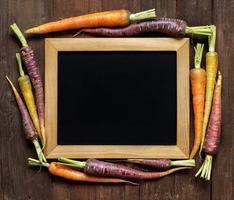 carottes arc-en-ciel biologiques fraîches photo