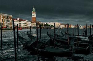 Venise soupire de tristesse