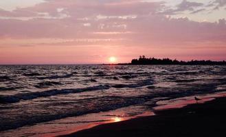 coucher de soleil rouge et rose photo
