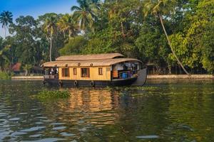péniche dans les backwaters