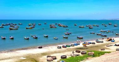 plage de nha trang, vietnam photo