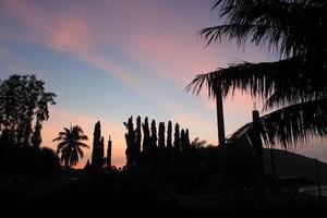 coucher de soleil du soir sur la station chumphon