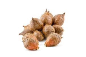 Fruit de zalacca sucré sur fond blanc