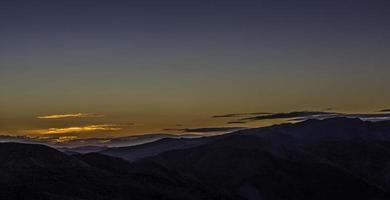 Lever du soleil dans la montagne de la vallée de la mort - Dante Point
