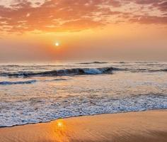 lever du soleil sur la plage photo