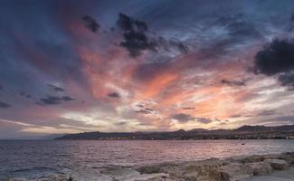 Vue sur le golfe d'Aqaba et Eilat à l'aube, Israël photo