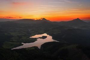 Réservoir d'urkulu en pays basque photo