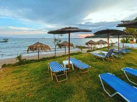 lever du soleil sur la plage (alykes, zakynthos, grèce) photo