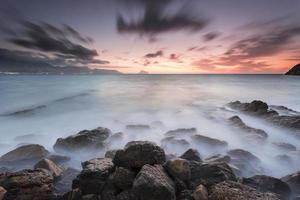 amanecer en la costa photo