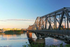 le pont alexandra