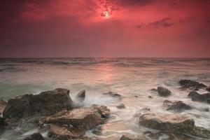 vagues et roches longue exposition.