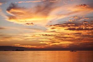 coucher de soleil orange sur la mer rouge (1)