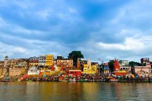 Côte sacrée des banaras du paysage aquatique du Ganga