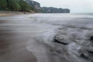vague et pierre photo