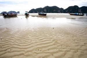 Plage de l'île de phi phi, thaïlande photo