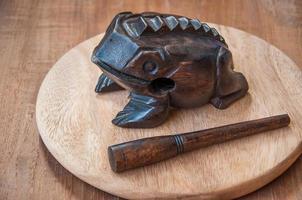 grenouille en bois
