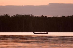 paysage du lac sandoval et bateau