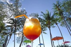 Lever du soleil tequila au bord de mer kho khood thaïlande photo