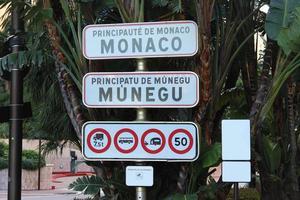 Panneau de signalisation d'entrée de Monaco