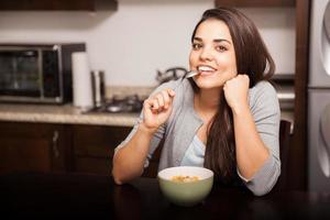 manger des céréales à la maison photo