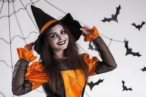 les enfants célèbrent halloween photo