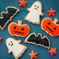conception d'halloween décorée d'un biscuit fait à la main