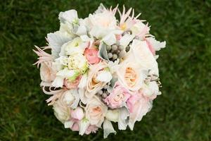 bouquet de mariée avec meunier poussiéreux, pois de senteur et brunia argenté