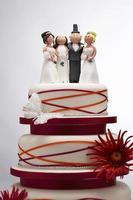 gâteau de mariage avec figurines drôles photo