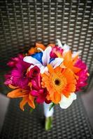 bouquet de mariage avec marguerites gerbera, lys asiatiques et gingembre