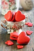 macarons en forme de coeur. photo