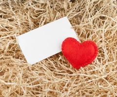 coeur rouge et étiquette photo