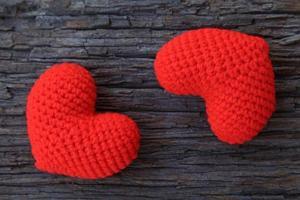 coeurs d'amour sur fond de bois photo
