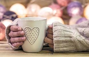 tasse chaude avec coeur photo