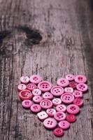 coeur sur fond en bois photo