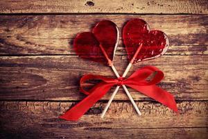 deux bonbons en forme de coeur photo