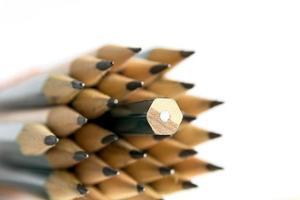 crayons sur fond blanc
