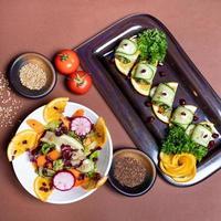 garnitures savoureuses à la tomate et au poivre
