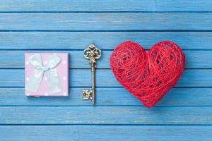 jouet en forme de coeur avec clé et coffret cadeau photo