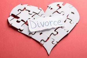 étiquette de divorce sur coeur fait de puzzle