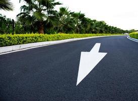 route avec flèche