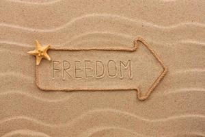 pointeur en corde avec une inscription liberté, avec étoile de mer