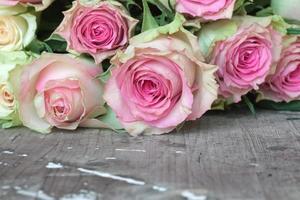fleurs pour la saint valentin ou la fête des mères photo