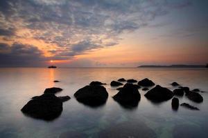 lever de soleil tropical photo