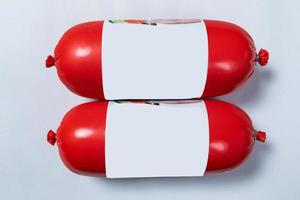 Produit de salami saucisse en rouge, prêt pour la vente
