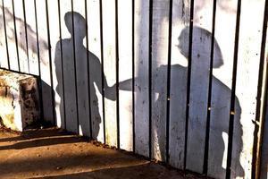 ombre d'un garçon avec sa mère photo