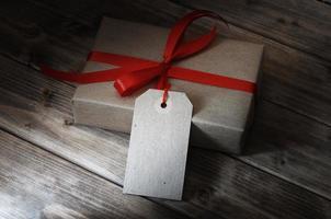 coffret cadeau avec ruban rouge photo