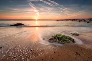 lever du soleil sur la mer photo